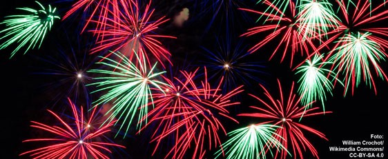 Feuerwerk_562x231_WilliamCrochot_WikimediaCommons_CC-BY-SA-4-0